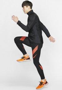 Nike Performance - AROLYR - Träningsjacka - black/grey - 1