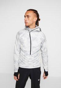Nike Performance - AEROLOFT 2-IN-1 - Sports jacket - platinum tint/black - 0