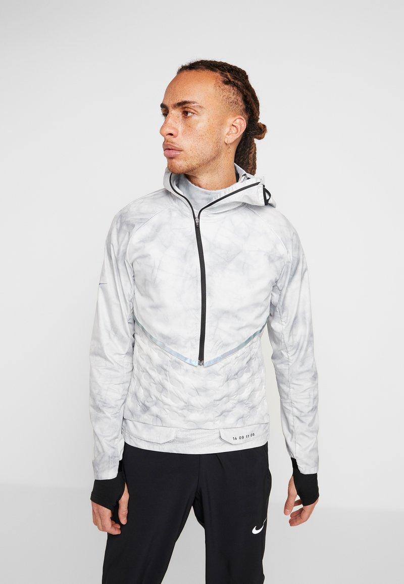 Nike Performance - AEROLOFT 2-IN-1 - Sports jacket - platinum tint/black