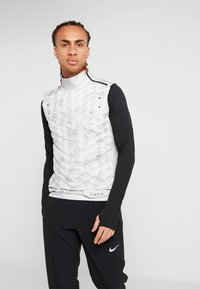 Nike Performance - AEROLOFT 2-IN-1 - Sports jacket - platinum tint/black - 3