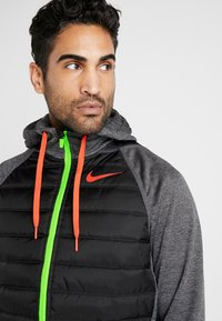 Nike Performance - Outdoor jacket - black heather/black/habanero red - 3