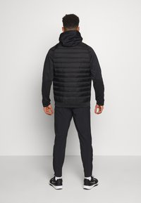 Nike Performance - Kurtka Outdoor - black/dark grey - 2