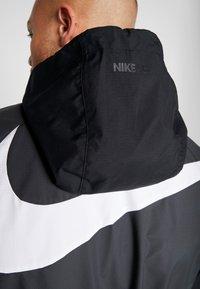 Nike Performance - Wiatrówka - anthracite/black/white - 4