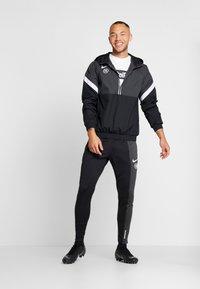 Nike Performance - Wiatrówka - anthracite/black/white - 1