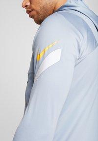 Nike Performance - DRY - Training jacket - obsidian mist/laser orange - 4