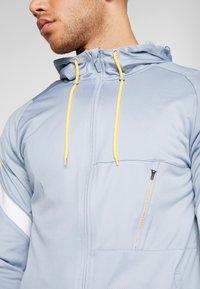 Nike Performance - DRY - Training jacket - obsidian mist/laser orange - 6