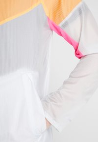 Nike Performance - WINDRUNNER - Vindjacka - pure platinum/total orange/reflective silver - 4