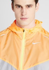Nike Performance - WINDRUNNER - Windbreaker - pure platinum/total orange/reflective silver - 8