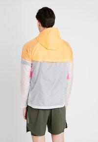 Nike Performance - WINDRUNNER - Vindjacka - pure platinum/total orange/reflective silver - 2