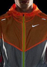 Nike Performance - WINDRUNNER - Windbreaker - pure platinum/total orange/reflective silver - 5