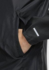 Nike Performance - WINDRUNNER - Veste coupe-vent - black/black/black - 4