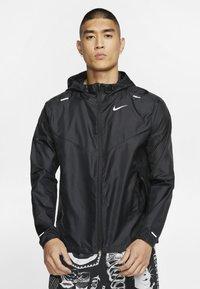 Nike Performance - WINDRUNNER - Veste coupe-vent - black/black/black - 0
