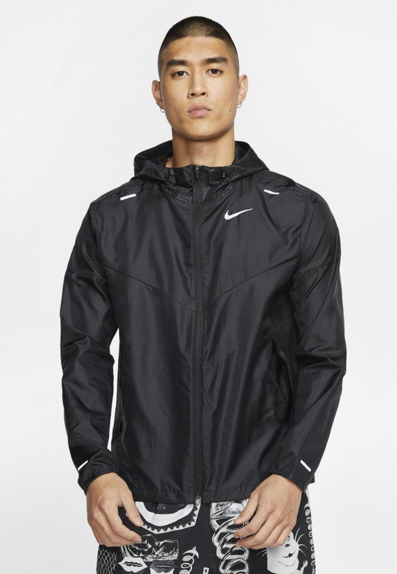 Nike Performance - WINDRUNNER - Veste coupe-vent - black/black/black