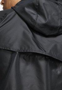 Nike Performance - WINDRUNNER - Veste coupe-vent - black/black/black - 5