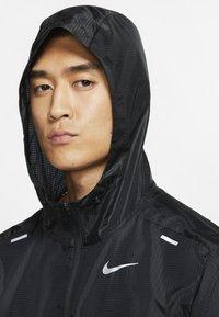 Nike Performance - WINDRUNNER - Veste coupe-vent - black/black/black - 3
