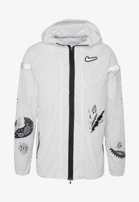 Nike Performance - WILD  - Juoksutakki - white/reflective silver - 4