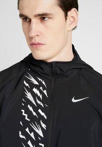 Nike Performance - Chaqueta de deporte - black/reflective silver - 5