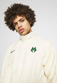 Nike Performance - NBA MILWAUKEE BUCKS CITY EDITION JACKET - Treningsjakke - flat opal/fir - 4