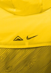 Nike Performance - TRAIL - Veste coupe-vent - speed yellow/black - 7