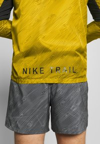 Nike Performance - TRAIL - Veste coupe-vent - speed yellow/black - 5