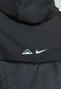 Nike Performance - TRAIL - Veste coupe-vent - black/laser crimson - 6