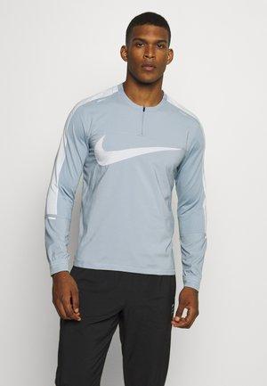 WILD RUN - Sports shirt - football grey/reflective silver