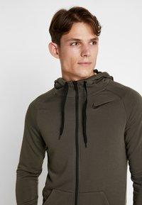 Nike Performance - Sudadera con cremallera - cargo khaki/black - 3