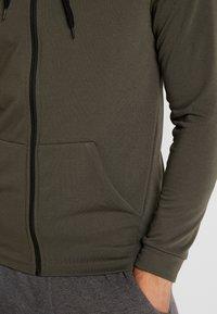 Nike Performance - Sudadera con cremallera - cargo khaki/black - 5