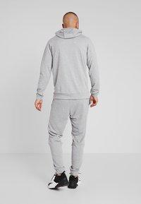 Nike Performance - DRY PO - Jersey con capucha - dark grey heather/white - 2