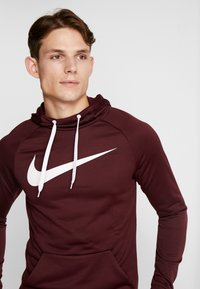 Nike Performance - DRY PO - Jersey con capucha - night maroon/burgundy ash/white - 3