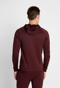 Nike Performance - DRY PO - Jersey con capucha - night maroon/burgundy ash/white - 2