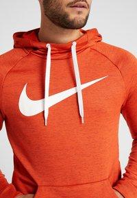 Nike Performance - DRY PO - Jersey con capucha - team orange/night maroon/heather/white - 5