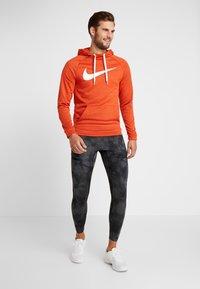 Nike Performance - DRY PO - Jersey con capucha - team orange/night maroon/heather/white - 1