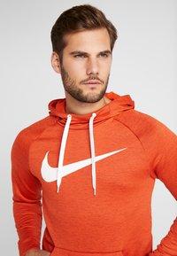 Nike Performance - DRY PO - Jersey con capucha - team orange/night maroon/heather/white - 3