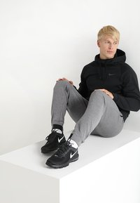 Nike Performance - Kapuzenpullover - black/dark grey - 1