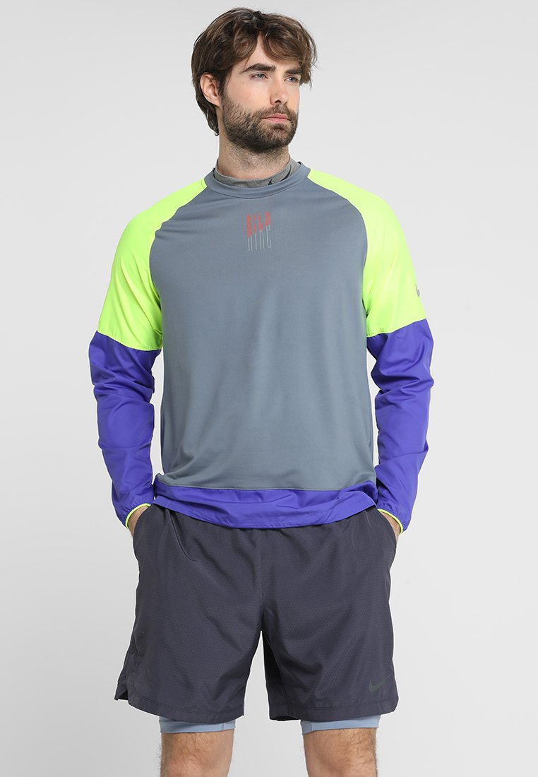 Nike Performance - WILD RUN CREW - T-shirt sportiva - armory blue/volt/persian violet/silver