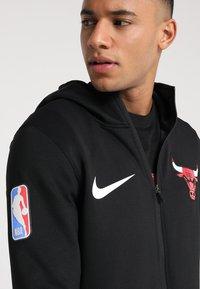 Nike Performance - NBA CHICAGO BULLS THERMAFLEX SHOWTIME HOODY FULL ZIP - Träningsjacka - white /black/anthracite - 4
