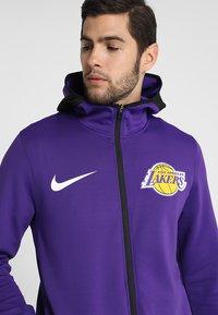 Nike Performance - NBA LA LAKERS THERMAFLEX SHOWTIME HOODY FULL ZIP - Giacca sportiva - field purple/black/white - 4