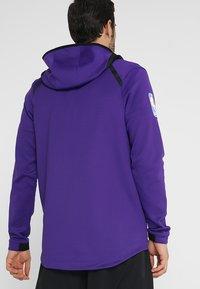 Nike Performance - NBA LA LAKERS THERMAFLEX SHOWTIME HOODY FULL ZIP - Giacca sportiva - field purple/black/white - 2