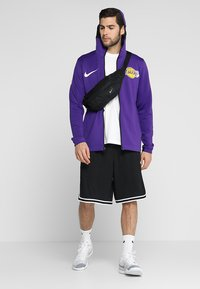 Nike Performance - NBA LA LAKERS THERMAFLEX SHOWTIME HOODY FULL ZIP - Giacca sportiva - field purple/black/white - 1