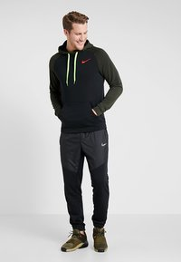 Nike Performance - DRY HOODIE - Jersey con capucha - black/sequoia/electric green/habanero red - 1