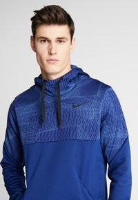 Nike Performance - THERMA - Jersey con capucha - blue void/black - 3