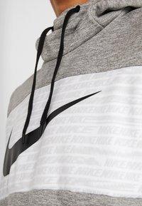 Nike Performance - THERMA - Jersey con capucha - dark grey heather/black - 5