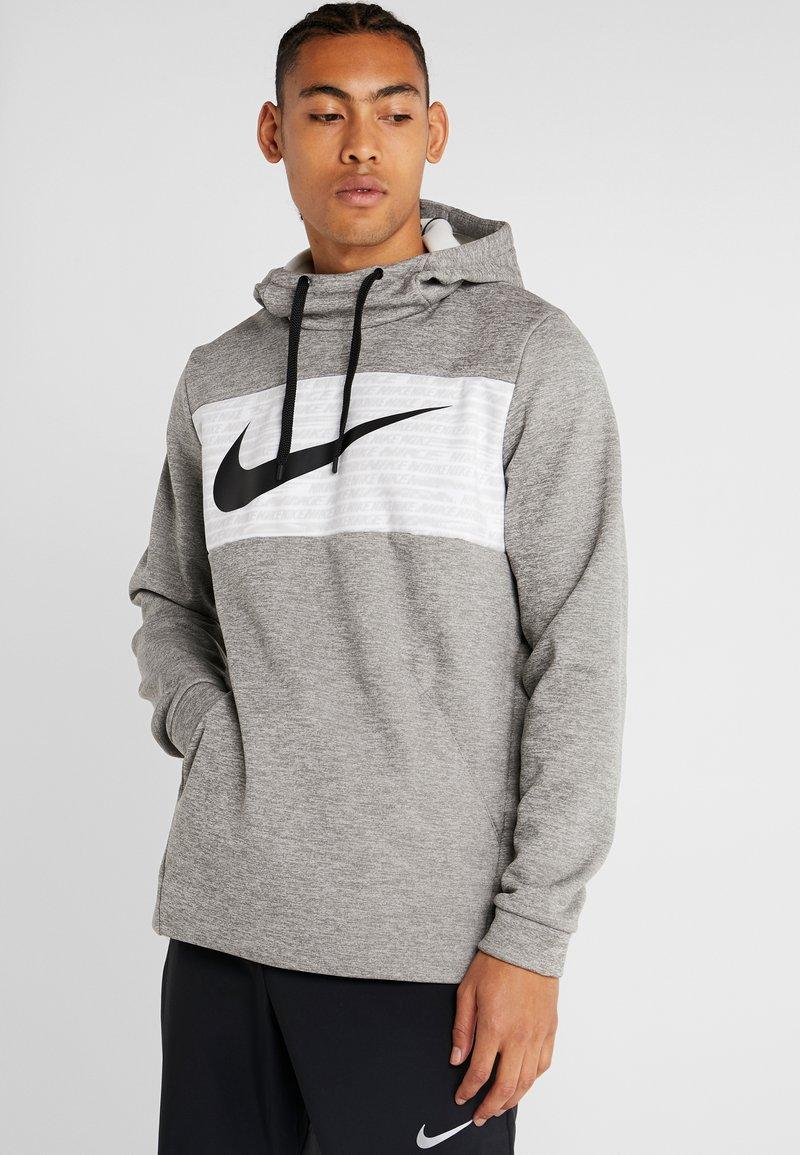 Nike Performance - THERMA - Jersey con capucha - dark grey heather/black