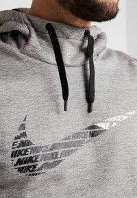 Nike Performance - THERMA  - Jersey con capucha - grey heather - 5