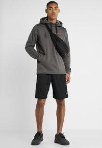 Nike Performance - THERMA  - Hoodie - charcoal heathr - 1