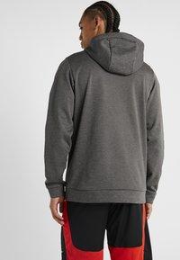 Nike Performance - THERMA  - Hoodie - charcoal heathr - 2