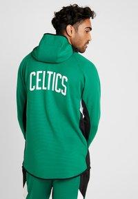 Nike Performance - NBA BOSTON CELTICS THERMAFLEX - Equipación de clubes - clover/black/white - 2