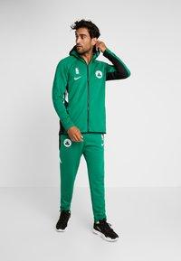 Nike Performance - NBA BOSTON CELTICS THERMAFLEX - Equipación de clubes - clover/black/white - 1