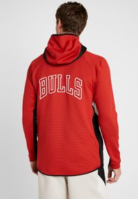 Nike Performance - NBA CHICAGO BULLS THERMAFLEX - Article de supporter - university red/black/white - 2